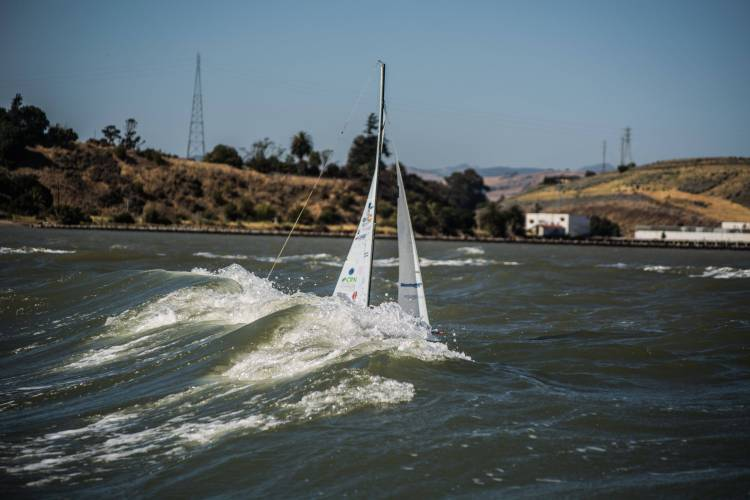 Heavy winds for Thunderbird 2013 during Long Distance Race.